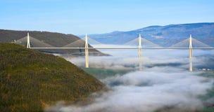 Πρωί πέρα από την κοιλάδα γεφυρών Millau Στοκ φωτογραφία με δικαίωμα ελεύθερης χρήσης