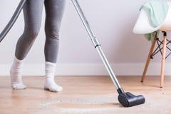 Πρωί που καθαρίζει το σπίτι στοκ φωτογραφία