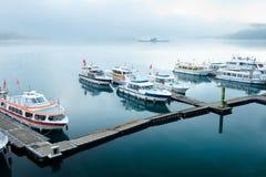 Πρωί της λίμνης φεγγαριών ήλιων Στοκ φωτογραφία με δικαίωμα ελεύθερης χρήσης