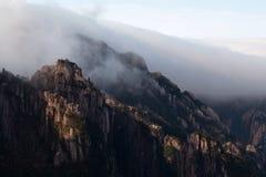 Πρωί της Misty στο κίτρινο βουνό, Κίνα Στοκ εικόνα με δικαίωμα ελεύθερης χρήσης
