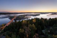 Πρωί φθινοπώρου στον ποταμό Στοκ φωτογραφία με δικαίωμα ελεύθερης χρήσης