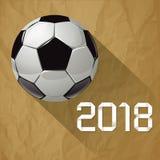Πρωτάθλημα 2018 παγκόσμιου ποδοσφαίρου ποδοσφαίρου σε ένα τσαλακωμένο καφετί υπόβαθρο εγγράφου Στοκ φωτογραφία με δικαίωμα ελεύθερης χρήσης