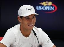 Πρωτοπόρος Rafael Nadal του Grand Slam της Ισπανίας κατά τη διάρκεια της συνέντευξης τύπου μετά από την ανοικτή πρώτη στρογγυλή ν Στοκ εικόνα με δικαίωμα ελεύθερης χρήσης
