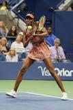 Πρωτοπόρος Venus Williams του Grand Slam των Ηνωμένων Πολιτειών στη δράση κατά τη διάρκεια της γύρω από αντιστοιχία 4 σε 2017 ΗΠΑ Στοκ Εικόνα