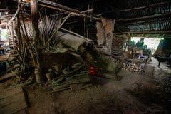 Πρωτόγονη τεχνολογία, κλίβανος αργίλου τερμιτών στοκ φωτογραφίες με δικαίωμα ελεύθερης χρήσης