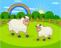 Πρόβατα κινούμενων σχεδίων και αγροτικό λιβάδι με την πράσινη χλόη στο υπόβαθρο βουνών ελεύθερη απεικόνιση δικαιώματος