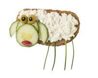 Πρόβατα που γίνονται με το ψωμί και το τυρί Στοκ Εικόνες