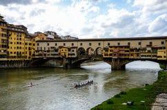 Πρόβα Rowers, ποταμός Arno, Ponte Vecchio, Φλωρεντία Στοκ εικόνα με δικαίωμα ελεύθερης χρήσης