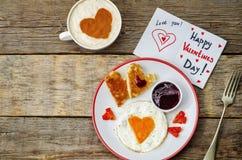 Πρόγευμα για Valentine& x27 ημέρα του s Στοκ Φωτογραφίες