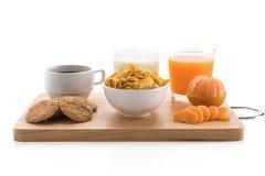 Πρόγευμα - ηπειρωτικό πρόγευμα, φρούτα, δημητριακά και πορτοκαλί jui Στοκ φωτογραφία με δικαίωμα ελεύθερης χρήσης