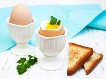 Πρόγευμα με τα αυγά και φρυγανιά Στοκ Εικόνες