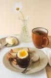 Πρόγευμα με το βρασμένο αυγό Στοκ φωτογραφία με δικαίωμα ελεύθερης χρήσης