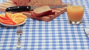 Πρόγευμα με το μπέϊκον και τα αυγά φιλμ μικρού μήκους