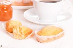 Πρόγευμα με το plumcake Στοκ εικόνες με δικαίωμα ελεύθερης χρήσης