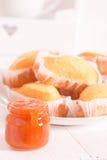 Πρόγευμα με το plumcake Στοκ Φωτογραφίες