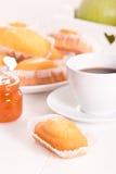Πρόγευμα με το plumcake Στοκ Εικόνα