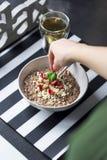 Πρόγευμα με oatmeal σοκολάτας Στοκ Εικόνες