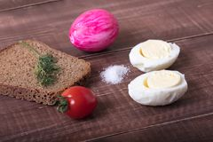 Πρόγευμα Πάσχας με το αυγό και το μάραθο Γενναιόδωρο πρόγευμα Στοκ εικόνα με δικαίωμα ελεύθερης χρήσης