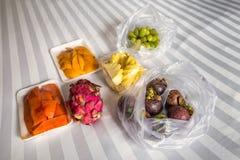 Πρόγευμα φρούτων στο κρεβάτι Στοκ Φωτογραφία