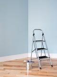 Πρόγραμμα ανακαίνισης. Η σκάλα και το α μπορούν του χρώματος Στοκ Εικόνα