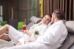 Πρόγραμμα SPA για τα ζεύγη Ρομαντική ημερομηνία για το amorose στο θέρετρο SPA Στοκ φωτογραφία με δικαίωμα ελεύθερης χρήσης