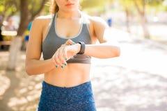 Πρόοδος ικανότητας ελέγχου στο smartwatch στοκ εικόνες