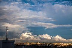 Πρόοδος σύννεφων θύελλας πέρα από την πόλη στοκ εικόνες με δικαίωμα ελεύθερης χρήσης