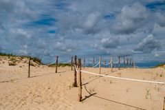 Πρόσβαση παραλιών μέσω των αμμόλοφων στοκ εικόνες