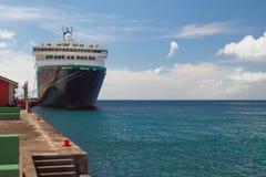 Πρόσδεση, σκάφος της γραμμής κρουαζιέρας και θάλασσα Kingstown, Άγιος-Vicent στοκ εικόνες