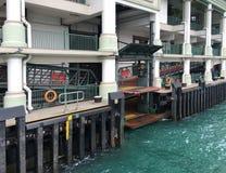 Πρόσδεση στην κεντρική αποβάθρα στο Χονγκ Κονγκ στοκ εικόνες