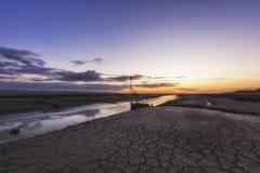 Πρόσδεση Heswall boatyard και ηλιοβασίλεμα σχαρών καθελκύσεως στοκ φωτογραφίες με δικαίωμα ελεύθερης χρήσης