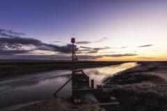 Πρόσδεση Heswall boatyard και ηλιοβασίλεμα σχαρών καθελκύσεως στοκ φωτογραφία