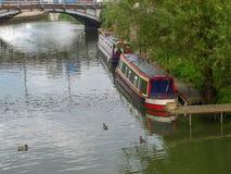 Πρόσδεση narrowboats σε Tewkesbury στοκ φωτογραφία με δικαίωμα ελεύθερης χρήσης