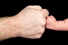 Πρόσκρουση πυγμών | Μωρό μπαμπάδων στοκ εικόνες