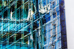 Πρόσοψη γυαλιού ενός κτιρίου γραφείων Στοκ Εικόνα