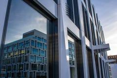 Πρόσοψη γυαλιού ενός κτιρίου γραφείων Στοκ Εικόνες