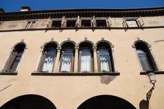 Πρόσοψη ενός ιστορικού κτηρίου στην Πάδοβα στο Βένετο (Ιταλία) Στοκ εικόνα με δικαίωμα ελεύθερης χρήσης
