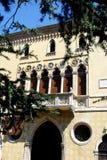 Πρόσοψη ενός κομψού κτηρίου σε Πάδοβα στο Βένετο (Ιταλία) στοκ εικόνα