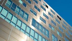 Πρόσοψη κτιρίου γραφείων, σύγχρονο εξωτερικό αρχιτεκτονικής Στοκ φωτογραφία με δικαίωμα ελεύθερης χρήσης