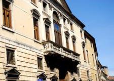 Πρόσοψη με το μπαλκόνι ενός ιστορικού παλατιού στην Πάδοβα στο Βένετο (Ιταλία) Στοκ φωτογραφία με δικαίωμα ελεύθερης χρήσης