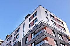 Πρόσοψη μιας σύγχρονης πολυκατοικίας Στοκ εικόνες με δικαίωμα ελεύθερης χρήσης