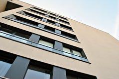 Πρόσοψη μιας σύγχρονης πολυκατοικίας Στοκ Εικόνα