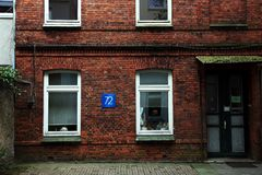 Πρόσοψη σπιτιών τούβλου Στοκ φωτογραφία με δικαίωμα ελεύθερης χρήσης