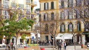Πρόσοψη της ίδρυσης του Πικάσο με τους ανθρώπους που περπατούν, Μάλαγα, Ανδαλουσία, Ισπανία απόθεμα βίντεο