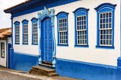 Πρόσοψη της παλαιών οδού και των σπιτιών στο αποικιακό ύφος στοκ φωτογραφίες