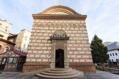 Πρόσοψη της παλαιάς πριγκηπικής εκκλησίας δικαστηρίου στο Βουκουρέστι, Ρουμανία στοκ εικόνα με δικαίωμα ελεύθερης χρήσης