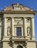 Πρόσοψη του ιστορικού κτηρίου στοκ εικόνα με δικαίωμα ελεύθερης χρήσης