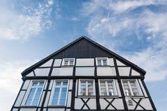 Πρόσοψη του ιστορικού μισό-εφοδιασμένου με ξύλα σπιτιού Στοκ φωτογραφία με δικαίωμα ελεύθερης χρήσης