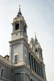 Πρόσοψη του καθεδρικού ναού Almudena στη Μαδρίτη Στοκ Εικόνες