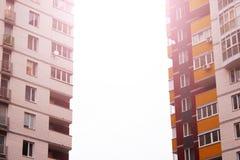 Πρόσοψη του κτηρίου με πολλά παράθυρα Στοκ εικόνες με δικαίωμα ελεύθερης χρήσης